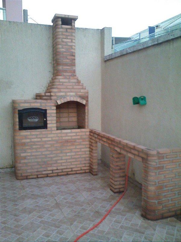 Churrasqueira de Tijolo Bege 80 cm x 60 cm x 3,20 cm altura Bancada L 2,00 Forno 70cm Porta Vidro