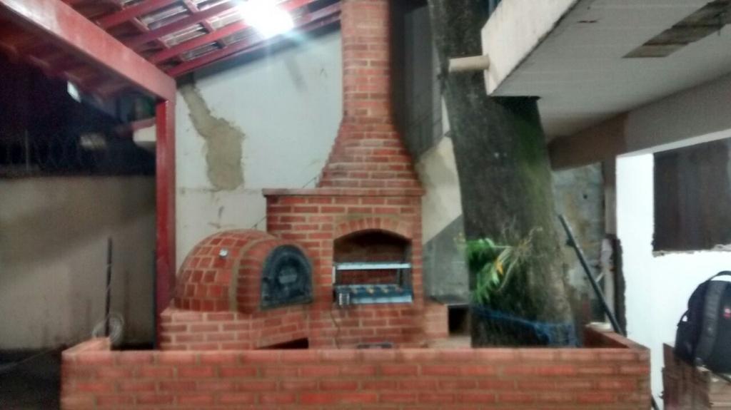 Churrasqueira de Alvenaria com Forno Iglu e Fogão a Lenha 3 Bocas Vermelha mais Balcão de 3 Metros