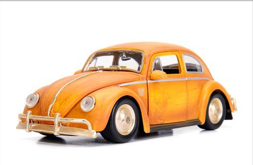 1:24 VW FUSCA BUMBLEBEE TRANSFORMES 6 COM BONECO