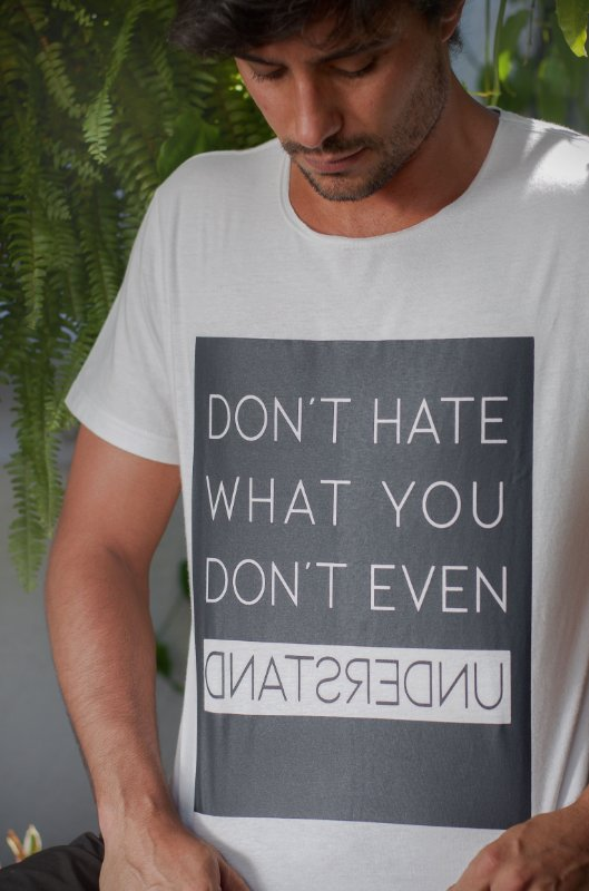 CAMISETA DON'T HATE