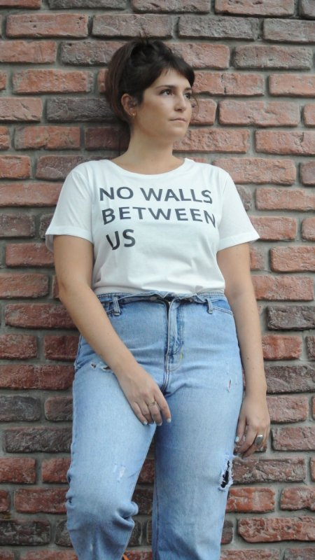 CAMISETA NO WALLS