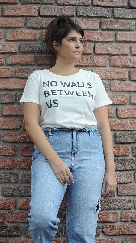 CAMISETA NO WALLS