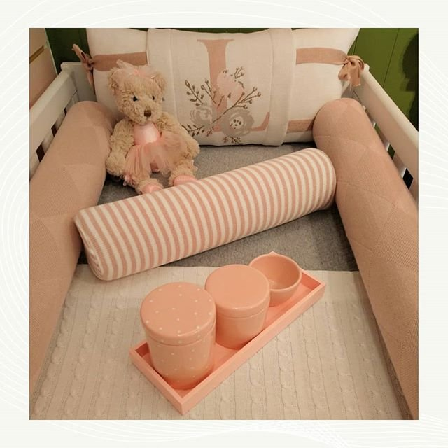 Kit Berço Avental Inicial tons nude - 5 peças