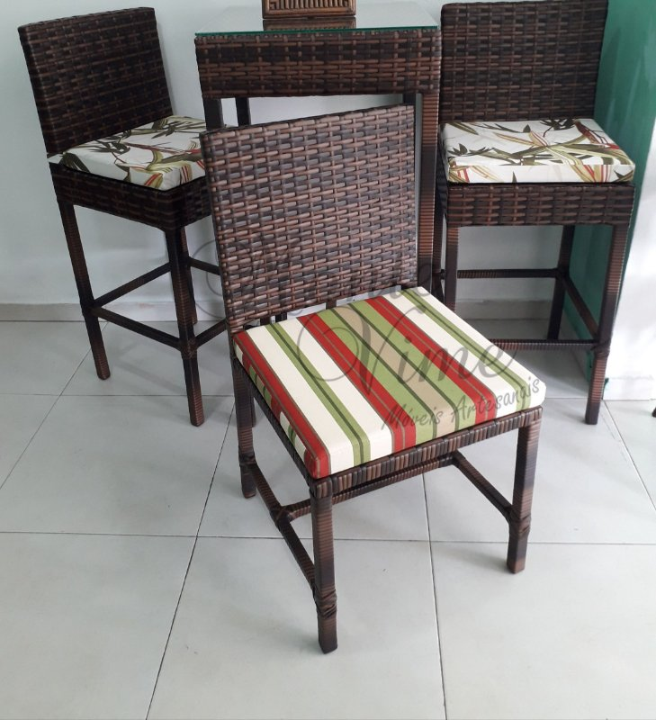 Cadeira quadrada com almofada removível