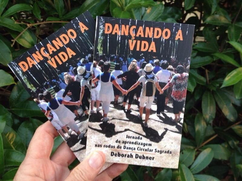 """Livro """"Dançando a Vida - Jornada de Aprendizagem nas rodas de Dança Circular Sagrada"""" - Livro de bolso, 15 X 10 cm / 90 páginas (FRETE INCLUSO! Envio com rastreamento pelos Correios)"""