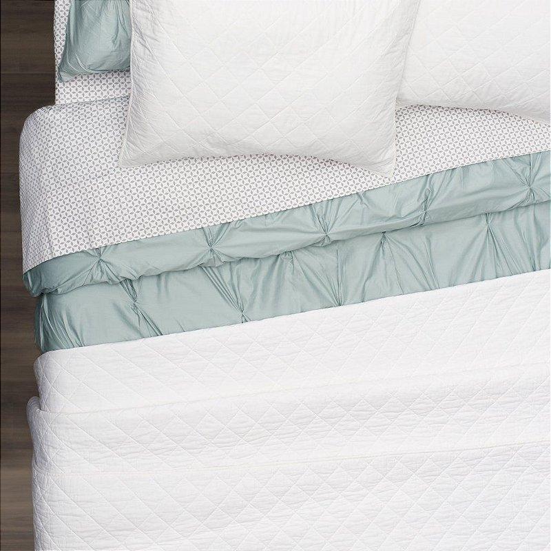 Kit: 1 Cobre-leito  QUEEN + 2 Porta-travesseiros - 150 fios em 100% algodāo premium - Coleçāo Classique,   Branco - AtHome