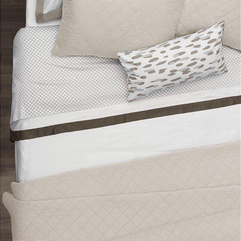 Kit: 1 Cobre-leito  QUEEN + 2 Porta-travesseiros - 150 fios em 100% algodāo premium - Coleçāo Classique,    Bege Taupe - AtHome