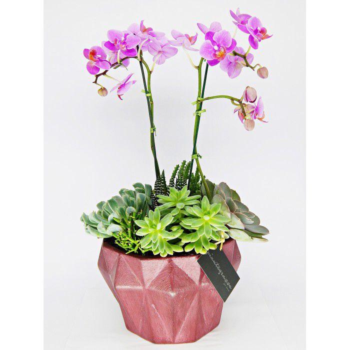 Cachepot diamante cerâmica com mix de cactos, suculentas e orquídeas rosas