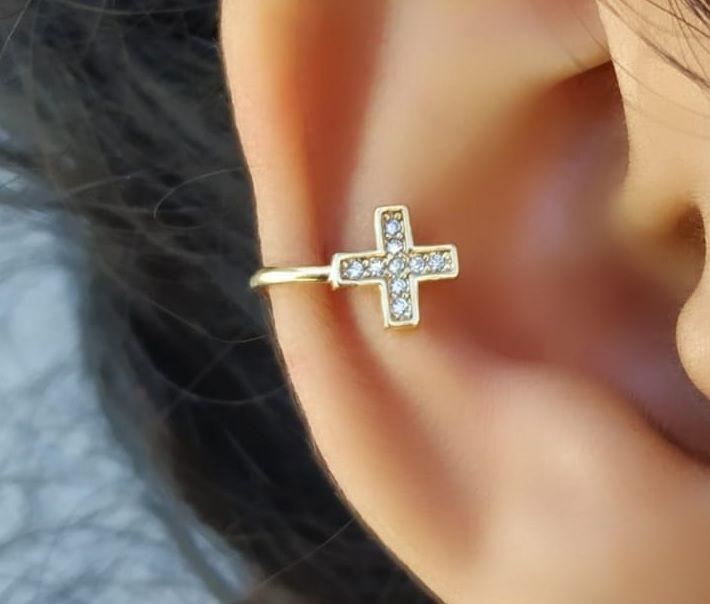 Piercing Fake com Crucifixo Cravejado Banhado a Ouro