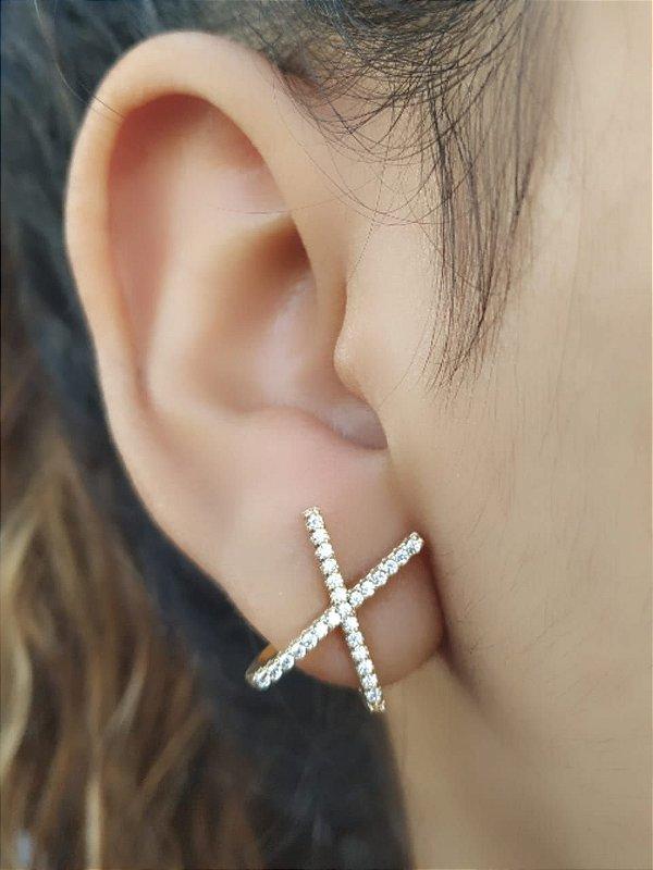 Brinco Ear Hook em Foma de X Cravejado Banhado Ouro Delicado
