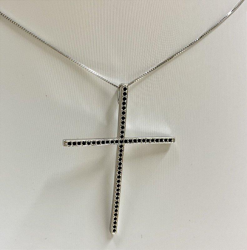 Colar Com Pingente De Crucifixo Cravejado Banhado Em Ródio Branco