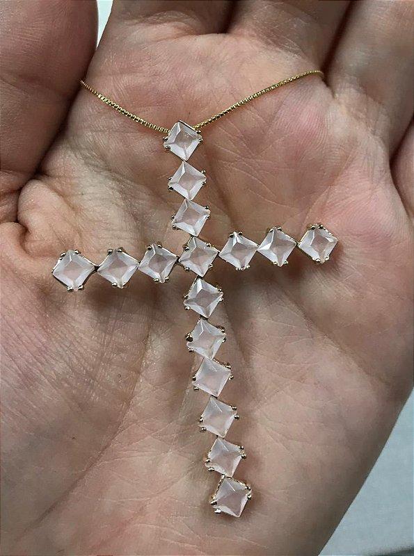 Colar Crucifixo Cravejado Pedra Cristal Rosa Banhado Ouro