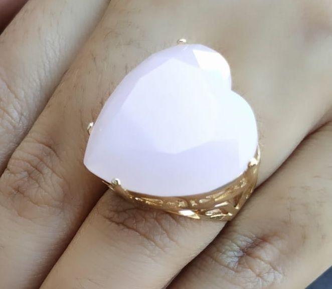 Anel de Coração Pedra Grande Cristal Rosa Banhado a Ouro