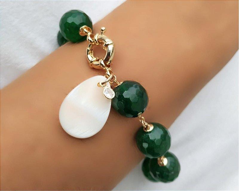 Pulseira Verde Jade com Pingente Madre Pérola Banhado Ouro