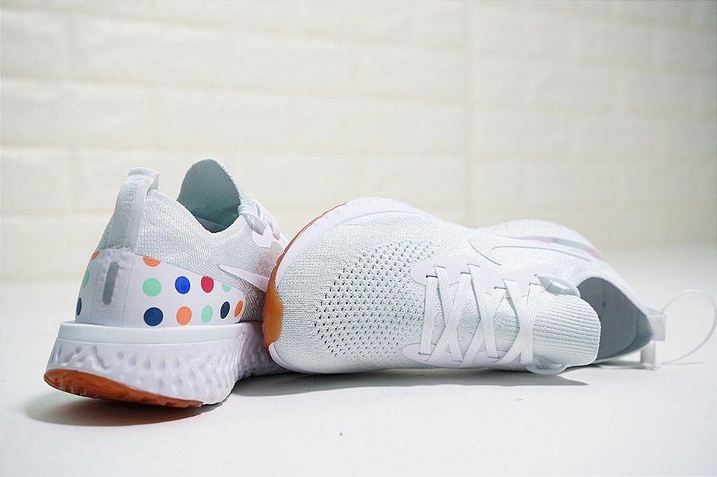 ... Tênis Nike Epic React Flyknit - Feminino - White Balls - Imagem 3 ... 766120602d