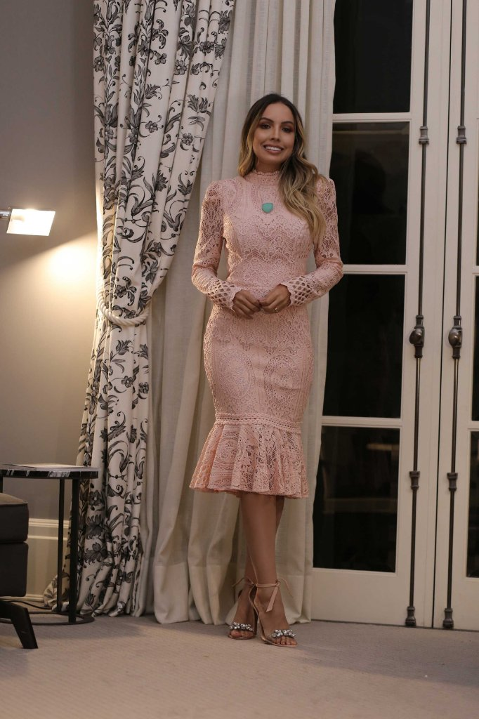 3f17665ed Vestido midi renda festa com amarração no pescoço manga longa cores -  Imagem 1 ...