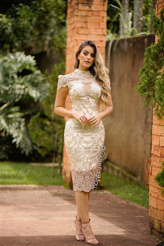 f2ce714d2b Vestido de noiva midi de renda gola alta