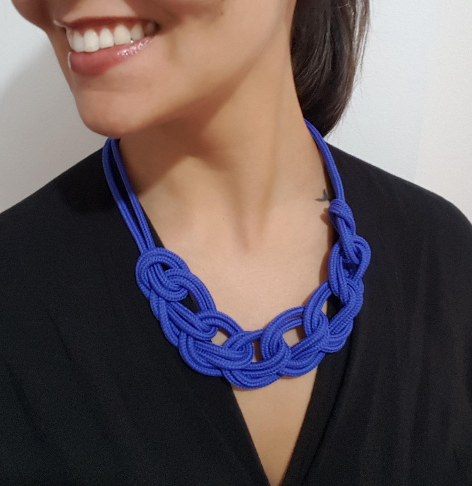 colar-de-corda-azul